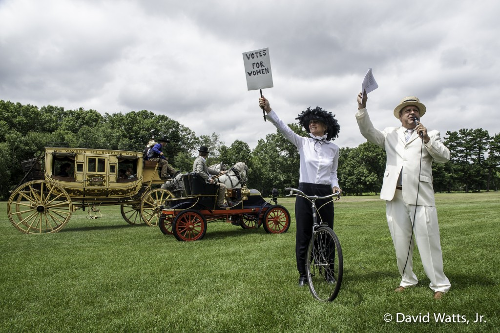 Collings Foundation - Race of the Century - Race nr. 1: 1867 Concord stagecoach (driven by Chip *****), 1904 Franklin Type A Roadster (driven by Rob Collings), and a suffragette bicyclist (Kim Hull)