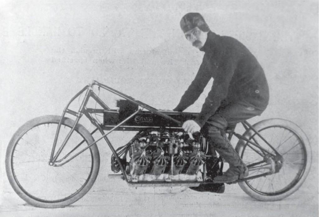 Glenn_Curtiss_on_his_V-8_motorcycle,_Ormond_Beach,_Florida_1907