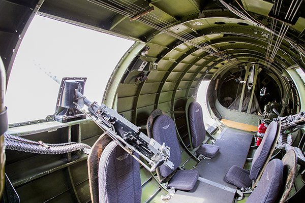 2016 Airplanes WW 2 B17 'Flying Fortress' waist gunner positions_14